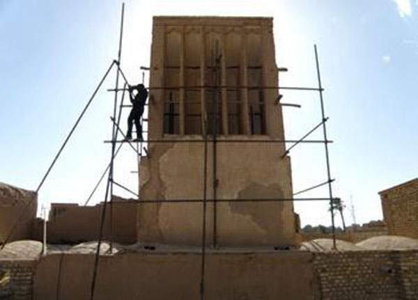مرمت پشت بام و بادگیرهای خانه مجدالعلما اردکان