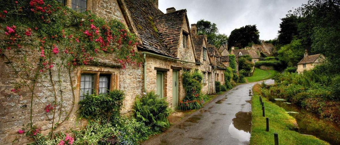 گشتی سحرانگیز در میان مناظر حومه ای بریتانیا
