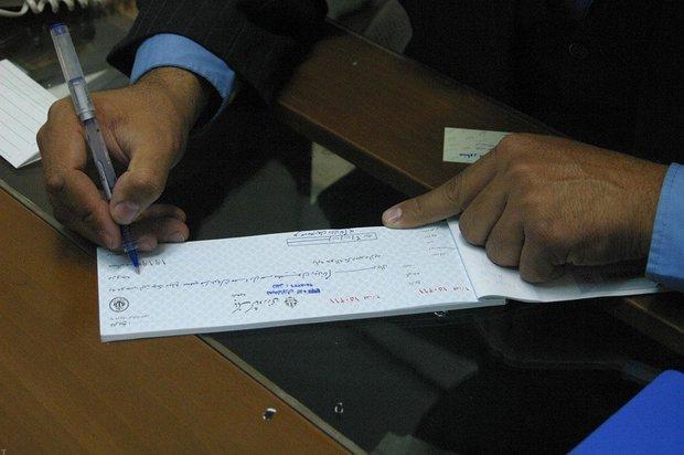 5 ماه تاخیر بانک مرکزی در عملیاتی کردن چک الکترونیکی ، کرونا همچنان در شعب بانک ها قربانی می گیرد