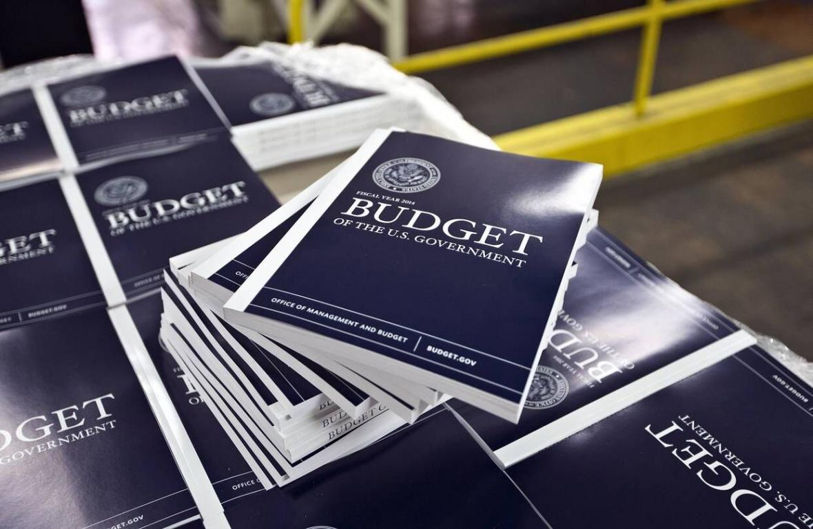 خبرنگاران کرونا کسری بودجه آمریکا را چهار برابر می نماید