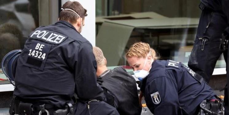 تظاهرات آلمانی ها و اتریشی ها علیه قرنطینه؛ 100 نفر دستگیر شدند