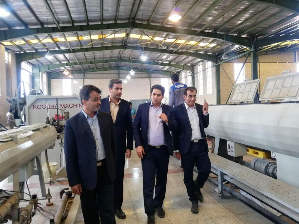 خبرنگاران فرماندار مهریز: جهش تولید با رفع مسائل واحدهای صنعتی محقق می شود