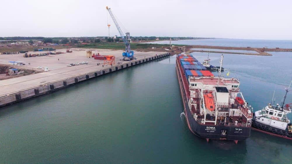 خبرنگاران تخلیه و بارگیری 527 هزارتن کالا با پهلوگیری 220 کشتی در بندرکاسپین