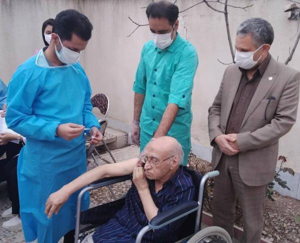 خبرنگاران مرحله دوم واکسیناسیون سالمندان لرستان علیه کرونا آغاز شد
