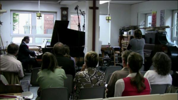پویان آزاده ورک شاپ آموزش پیانو میان فرهنگی در آلمان برگزار می نماید