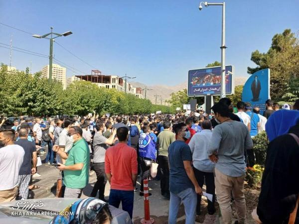 تجمع کنندگان استقلالی از مجیدی خط گرفته بودند؟، طرفدار معترض: مجیدی و مددی هر دو باید بروند
